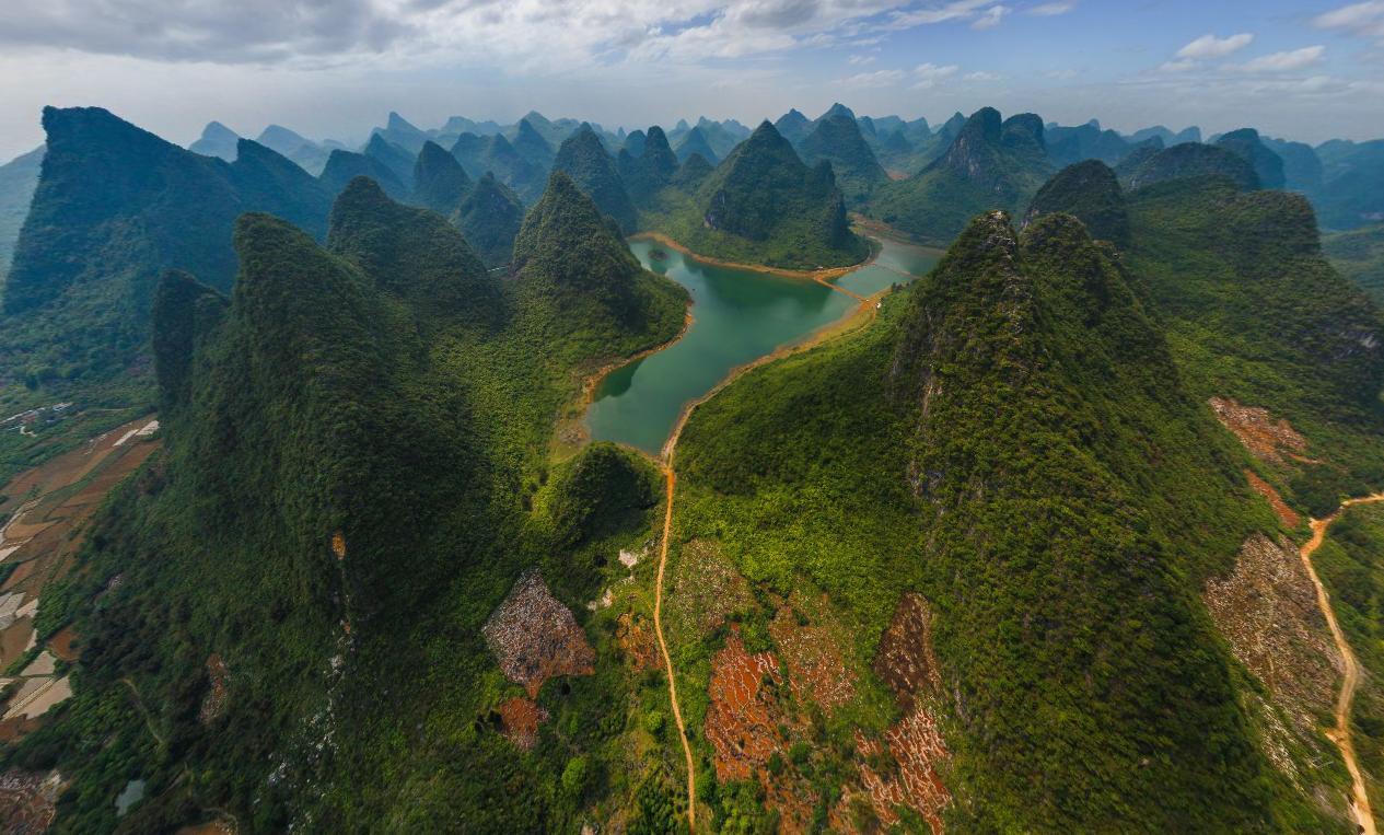 Путешествие в национальный парк Китая изоражения